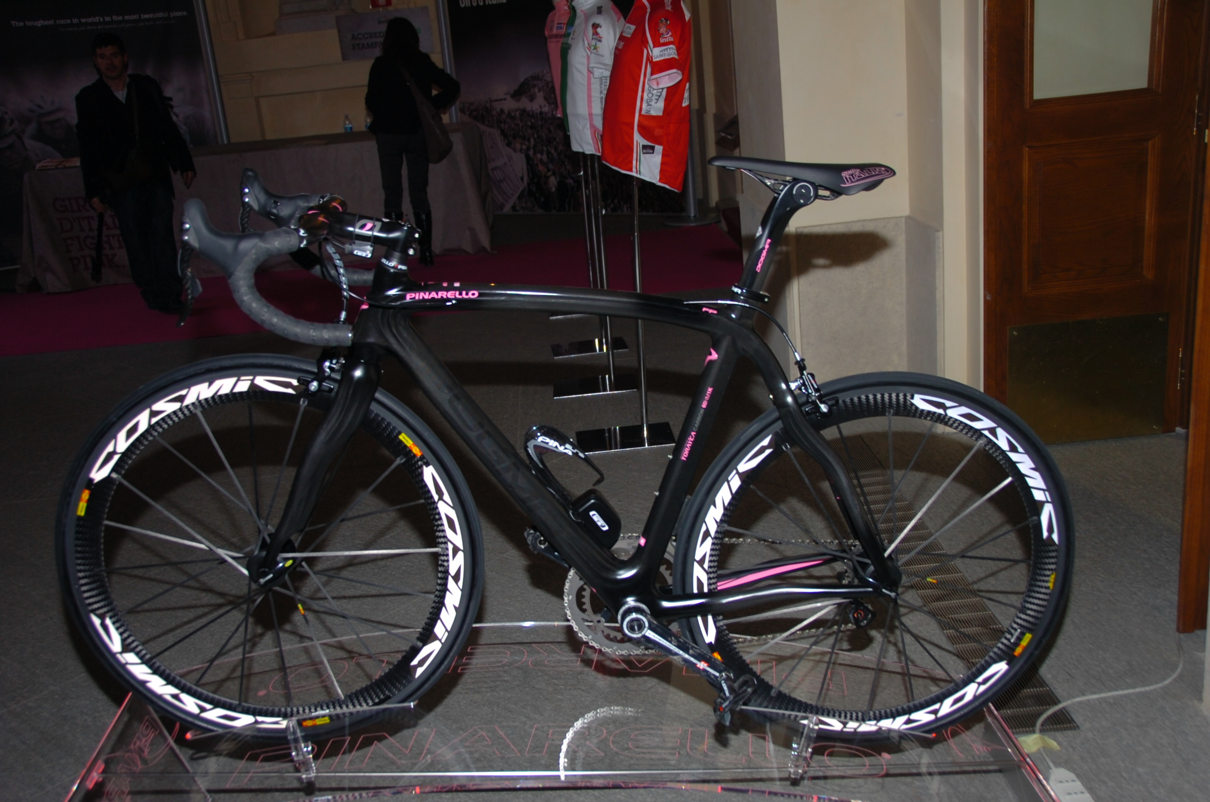 2011 Giro d&#039;Italia Presentation - Bike with Campy Electric?