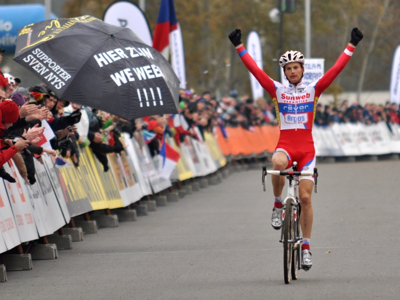 Kevin Pauwels cross the line first in Tabor (2011).
