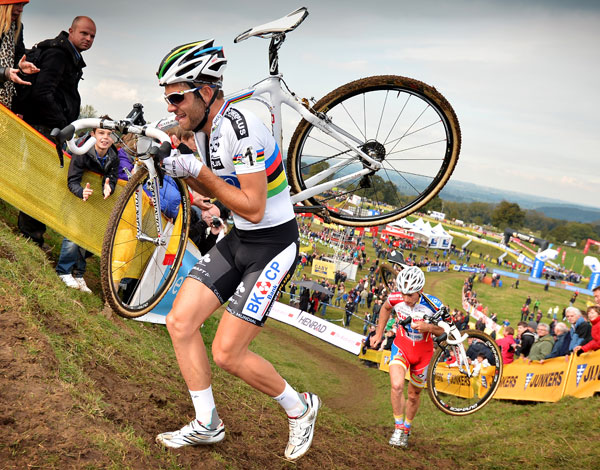 Albert and Pauwels on the run-up in Ronse. Photo: belga.