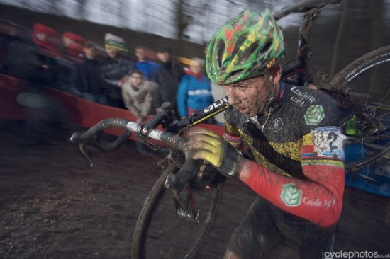 Sven Nys on one of the many muddy runups in Namur. Photo: Balint.